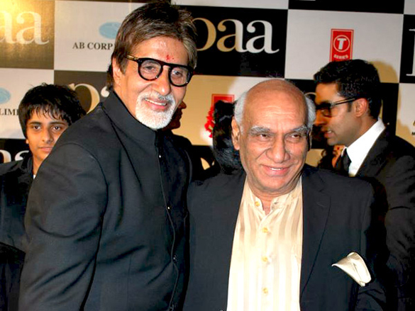 Amitabh_Bachchan_and_Yash_Chopra_in_the_premiere_of_Paa